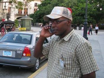 Cuba rebaja tarifas para teléfonos celulares