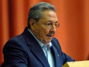 Raul Castro pronuncia el discurso de clausura de sesion plenaria del Parlamento.