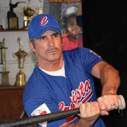 La pasión de Faxas por el beisbol y el sofbol se mantiene intacta.