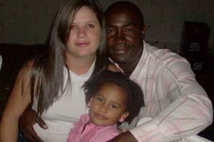 Retrato de familia: Yero junto a su esposa y su hija Camila Vanessa en Venezuela.