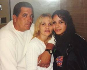 Danilo Curbelo junto a su esposa e hija.