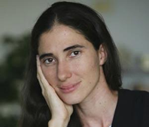 La bloguera Yoani Sánchez tiene ya el pasaporte en sus manos.