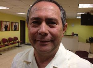 El escritor Rodolfo Torres en Miami el pasado abril.