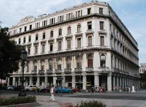 Manzana de Gómez, impomente centro comercial habanero.