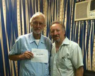 Alan Gross junto al historiador Peter Kornbluh en la prisión del Hospital Militar Carlos J. Finlay, el pasado diciembre.