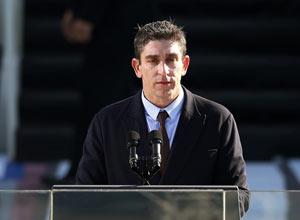 Richard Blanco lee su poema en el podio de la ceremonia e juramentación presidencial de Barack Obama, el 21 de enero del 2013.