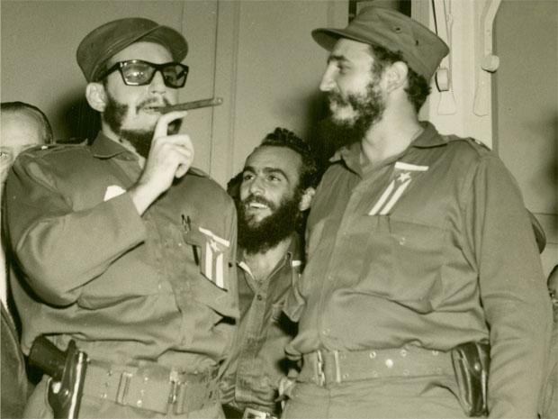 Armando Roblán (izq.) en una de sus primeras caracterizaciones de Fidel Castro en 1959.