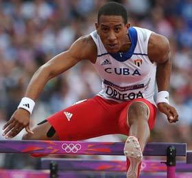 El vallista Orlando Ortega, otro que dice adiós al redil oficial del atletismo cubano.