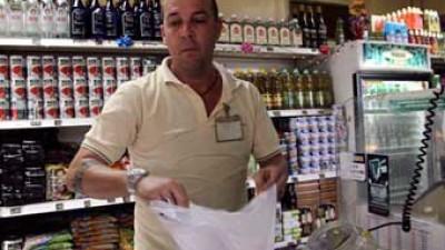 Gobierno cubano rebaja un 20 % en precios de más de 70 productos básicos