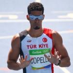 Yasmany Copello, de 29 años, vive en España pero compite por Turquía y a ese país le pertenece su medalla de bronce en 400 metros con vallas, con 47,92 segundos.