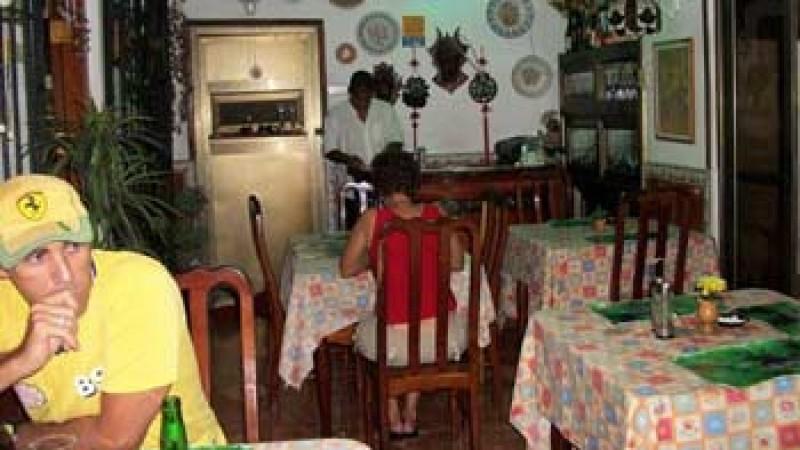 """Cuba alerta sobre """"tendencias negativas"""" en funcionamiento de paladares"""