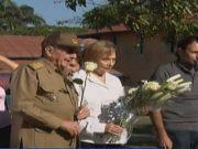 Retrato de familia: Raúl Castro asiste a funeral de su hermana en mausoleo de Birán