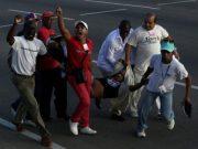 Gobierno cubano califica de delincuente común a manifestante con bandera de EEUU